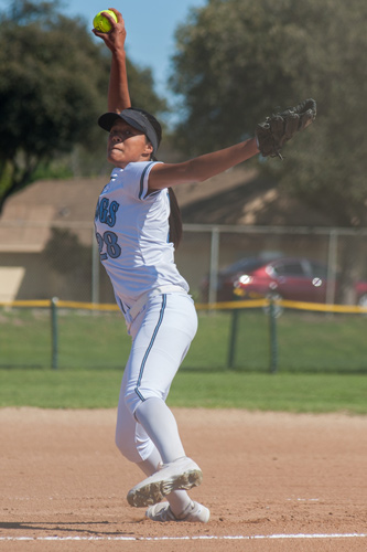softball-pitcher